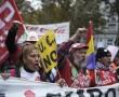 696771-des-manifestants-effectuent-une-marche-baptisee-marche-pour-la-dignite-a-madrid-afin-de-protester-co
