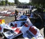 quelques_minutes_apres_lhorreur_des_corps_recouverts_de_drapeaux_dr
