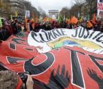 des-manifestations-en-marge-de-la-cop-21-sur-l-avenue-des-champs-11497934fkpxk_1713